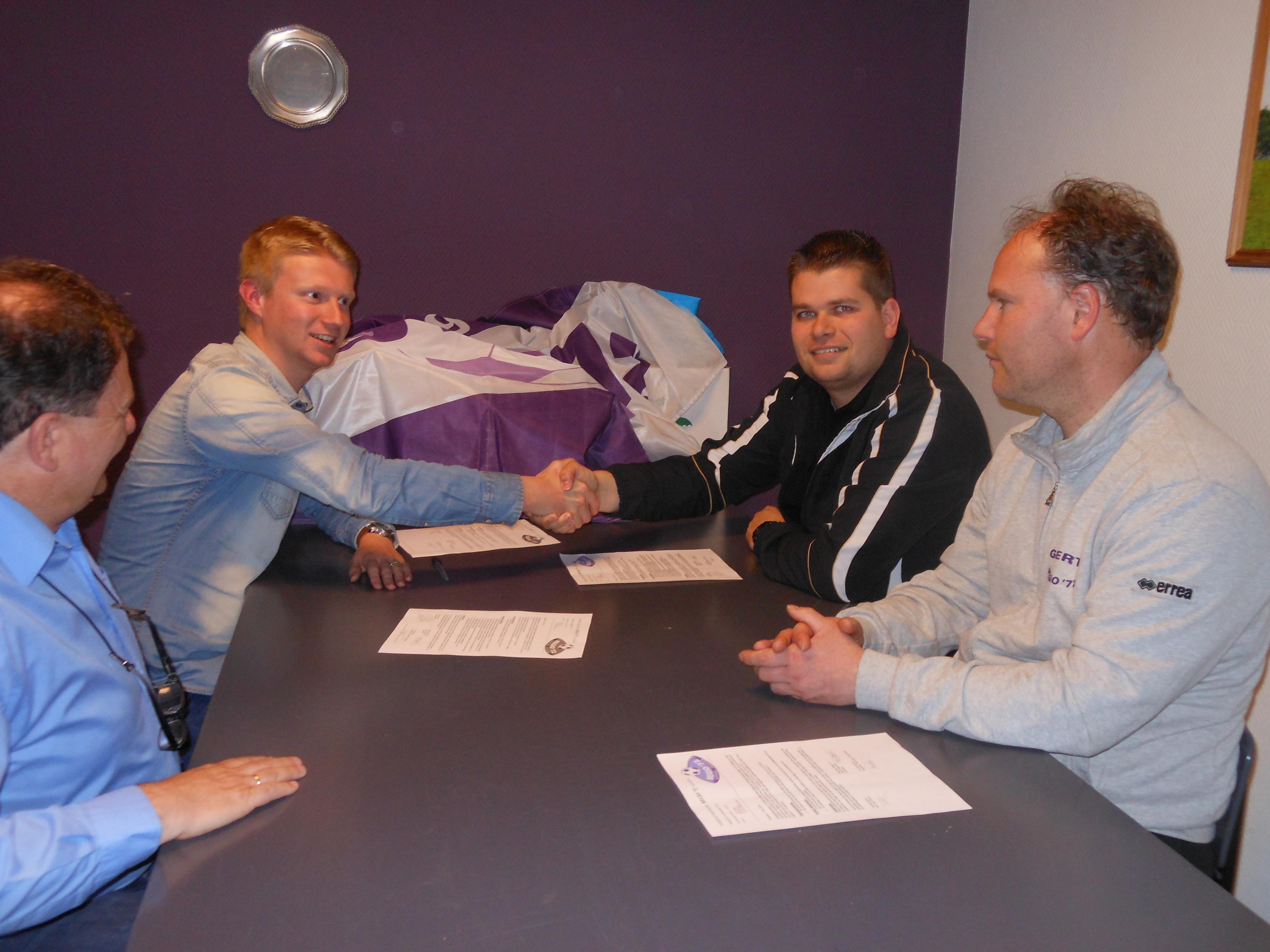 Pascal en Gert tekenen hun contract voor nog een seizoen